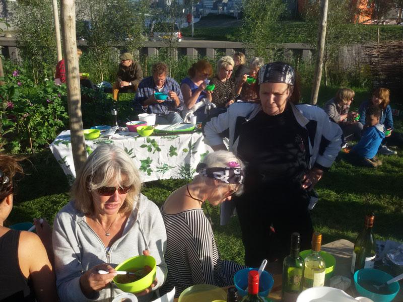 Gezellig oogstfeest, een hapje en een drankje en veel zon!